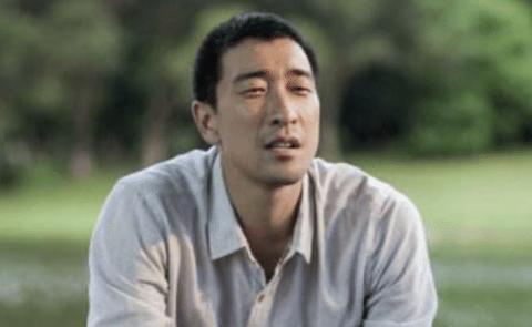 他因为长相被认为只能演农民,却翻身拿到了东京电影节的影帝