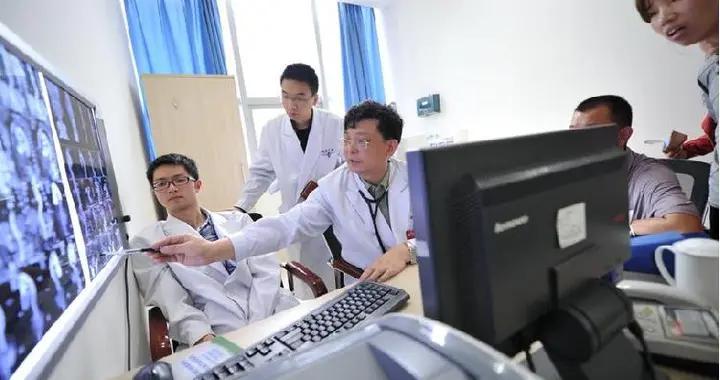 英才故事|新桥医院心血管外科主任肖颖彬:重庆成长的人民军医