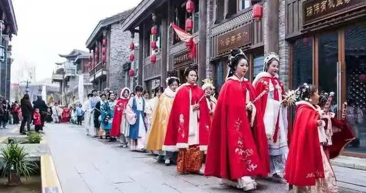 汉礼祭祀 两千人衣袂飘飘在龙里水乡