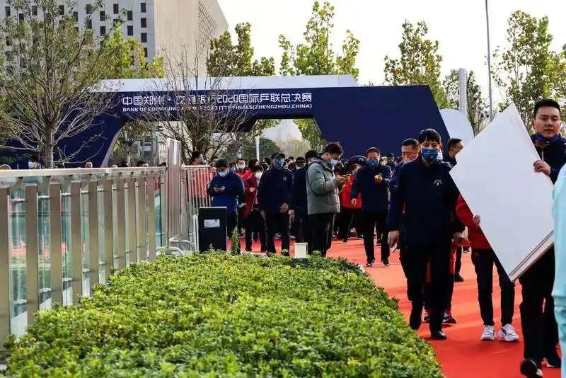"""""""他们考察了很多地方,最后觉得中国是最安全的。""""图片"""