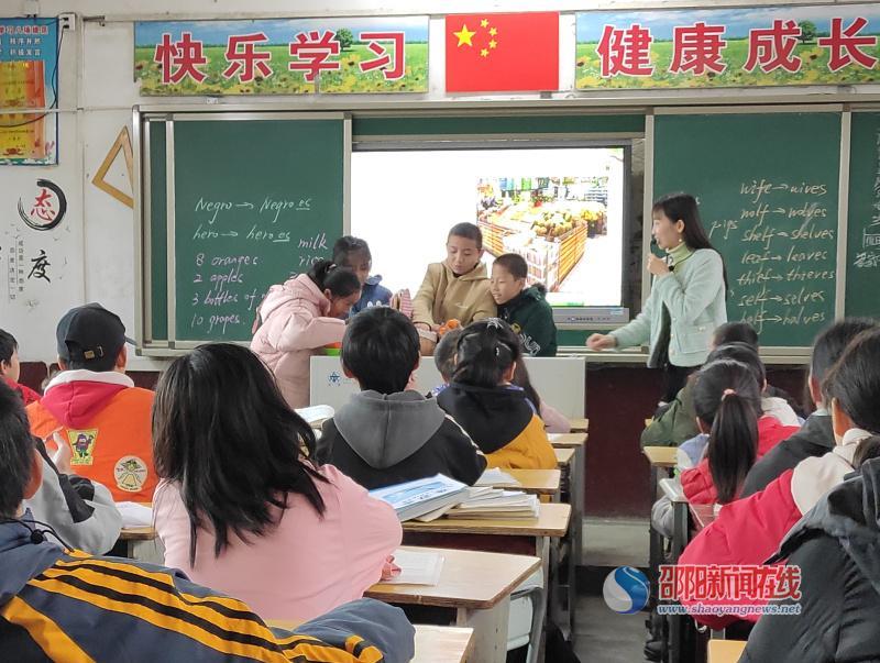 隆回县义务教育阶段陈丽华初中英语名师工作室在雨山中学进行送课活动