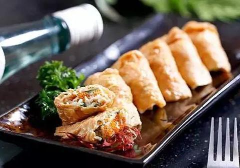 美食精选:水煮肉片、自家辣子鸡、香煎腐皮卷