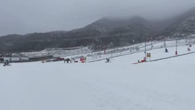 11月26日,万众期待的铜川市照金国际滑雪场将率先开板……