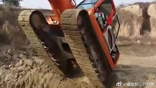 印度小哥又开挂了,居然让笨重的挖掘机跳起了舞…………