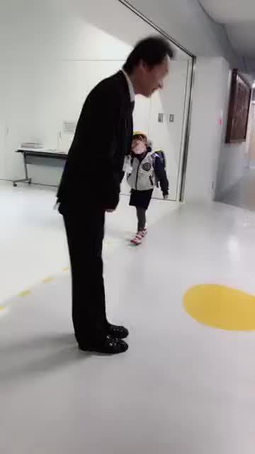 日本小学校长早上是这样的
