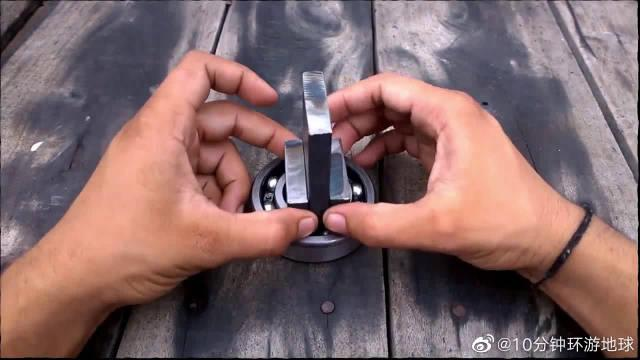 轴承加一根粗螺杆制作铁艺折弯工具