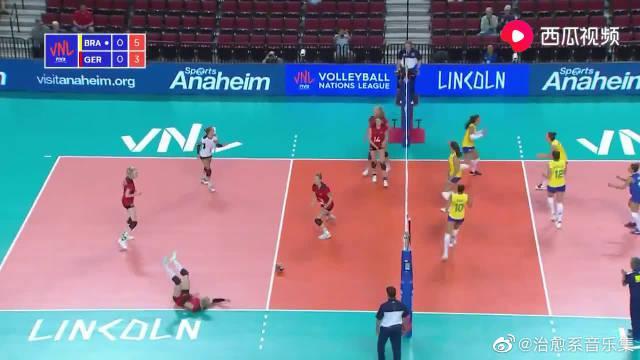 世界女排联赛美国林肯站:巴西女排2-3不敌德国女排