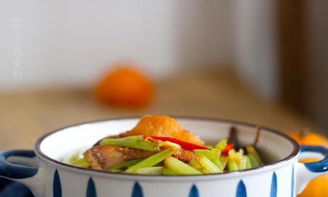 老辈人特爱的下酒菜,不是辣椒炒猪耳朵,而是它,鲜辣爽口好下酒