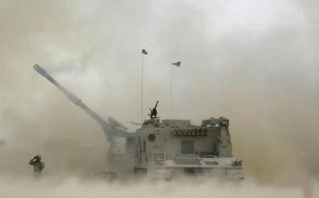 中东战火燃起,沙特联军打响第一枪,伊朗第一时间发射导弹报复