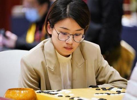 於之莹:我是第一次下生日对局生日赢棋非常高兴
