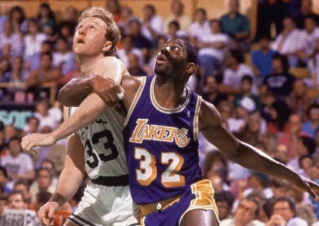 Beat LA!卫冕冠军湖人,新赛季里NBA的头号公敌,詹姆斯嗨早了