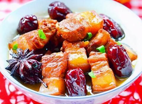家常美食:蚝油炒花生芽,红枣焅肉,水晶虾饺