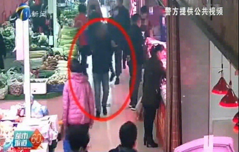 今年10月以来,东丽区金钟街某菜市场连续发生多起扒窃案件……