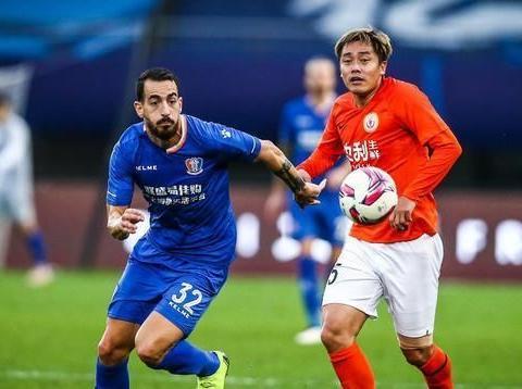矫喆随球队降级后宣布退役,曾为周海滨落泪,看好鲁能足协杯晋级
