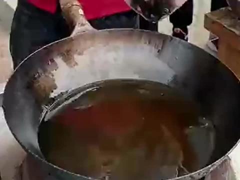 """""""油炸鲤鱼""""不粘锅不掉皮的窍门,饭店大厨的技术"""