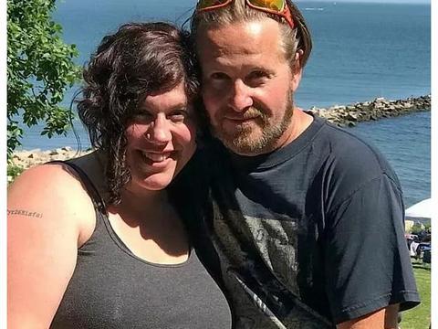 一妻多夫?加拿大女子再婚后和两任丈夫带着孩子,一家人幸福生活