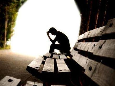 一个重度抑郁症患者狼狈生存,每天恍惚烦躁,体验人生八苦