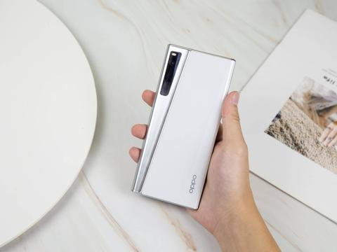 不止卷轴屏?OPPO最新弹出式手机专利曝光:罕见设计引围观