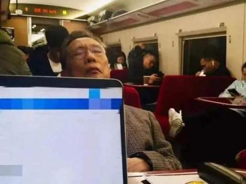 74岁老戏骨王学圻遭嘲讽,还原钟南山被批演技不到位,没代入感