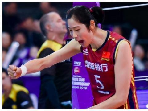 19岁女排妖星狂砍18分,朱婷疯狂怒吼,12冠王3-0大胜北京28分