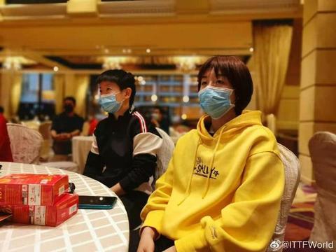最新!国乒欢迎晚宴照片曝光,女单世界第一身穿黄色卫衣格外抢眼