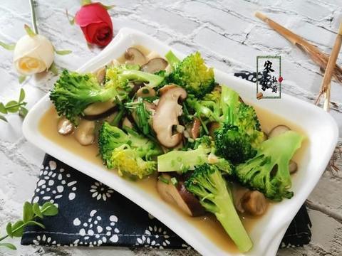 它和西兰花是绝配,含丰富维生素D,炒一炒营养美味,有助钙吸收