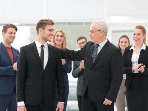 延迟退休大背景下,该取消35岁招聘年龄限制吗?看看这三条建议
