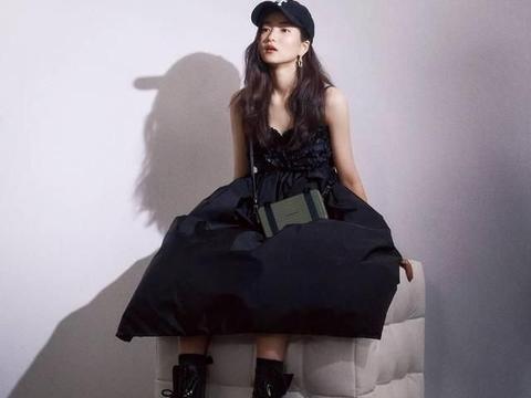 时尚杂志《DAZED》公开了与女星金泰梨拍摄的海报