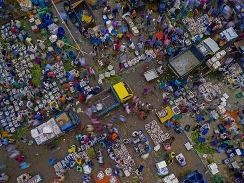 孟加拉国:航拍吉大港鱼市繁忙景象,生活气息浓郁!