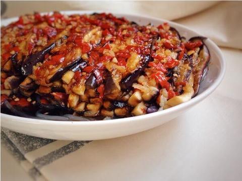 美食精选:凉拌黄瓜腐竹、山药炒肉片、香菇炒莴笋