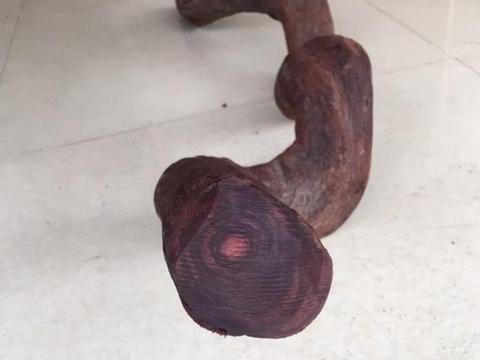 大叔花20万买回一根极品波浪线木料,切开一看,大叔差点被气晕了