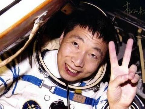 杨利伟在飞船里听到敲门声,当真相揭开后,无比庆幸自己及时返回