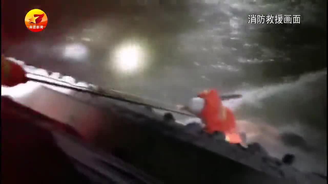 男孩失足掉入水渠 消防紧急救援……