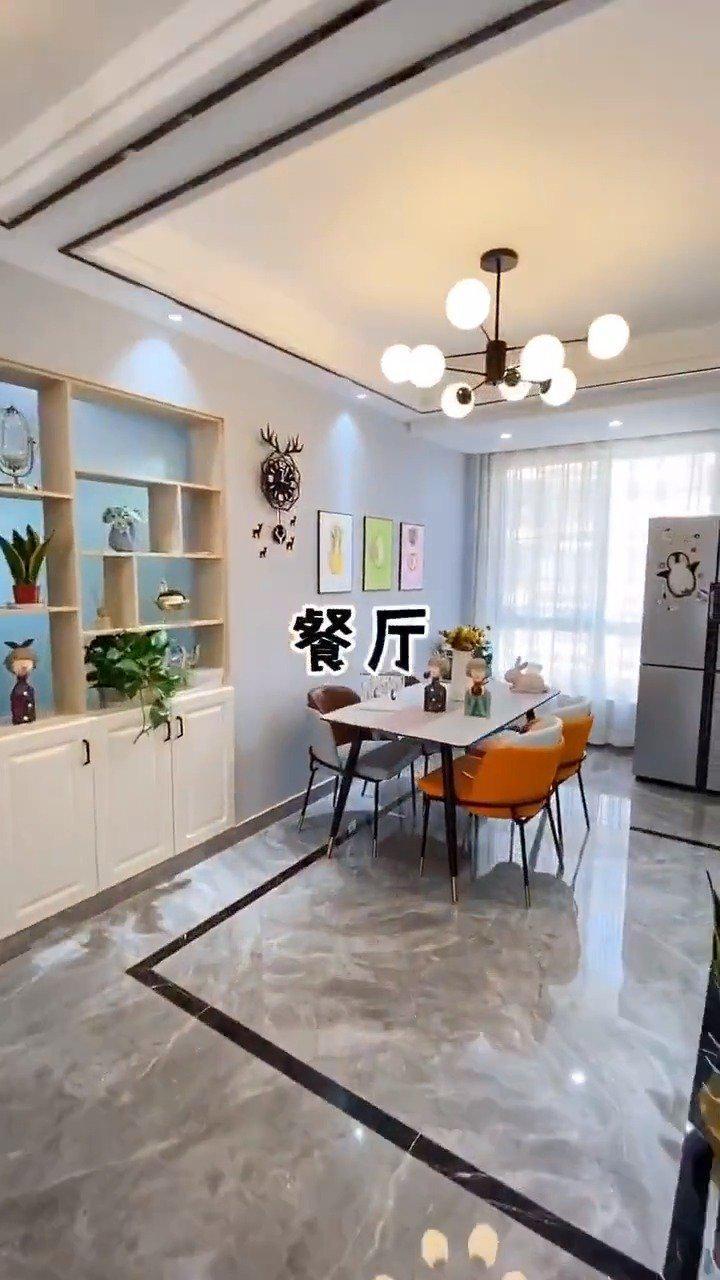 小清新的感觉,厨房的地面和柜门用了跟客厅一样的颜色…………
