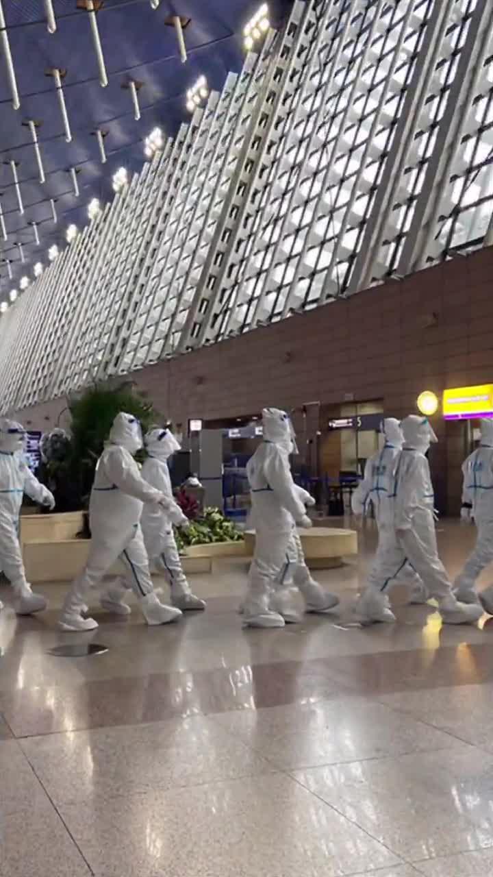 11月23日,澎湃新闻记者探访浦东机场T1、T2航站楼……