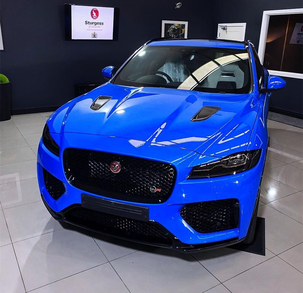 """捷豹F-Pace""""性能版"""",蓝色车身、四出排气,搭5.0升增压V8引擎"""