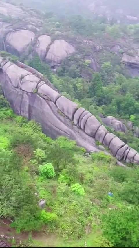 一亿年前小行星撞击地球留下来的奇石……