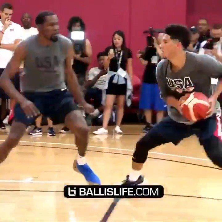 德文·布克在18年美国男篮训练营的单挑集锦……