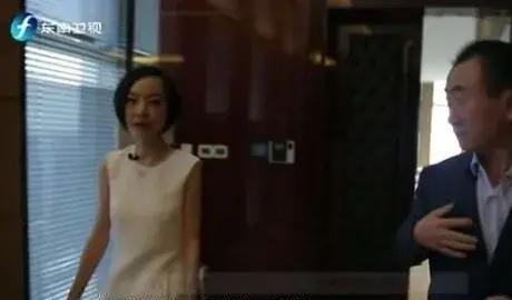 王健林上《鲁豫有约》,谈到自己的女秘书,门口随时候着随叫随到
