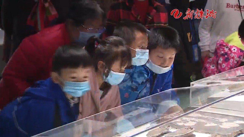 留守儿童走进博物馆 领略历史文化魅力