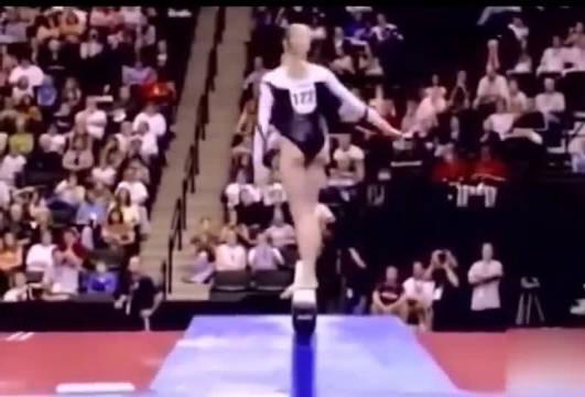 化腐朽为神奇!看体操运动员失误如何力挽狂澜!裁判都被惊艳到!