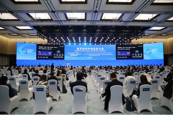 中国电信党组副书记邵广禄:开放共享合作 加速产业数字化