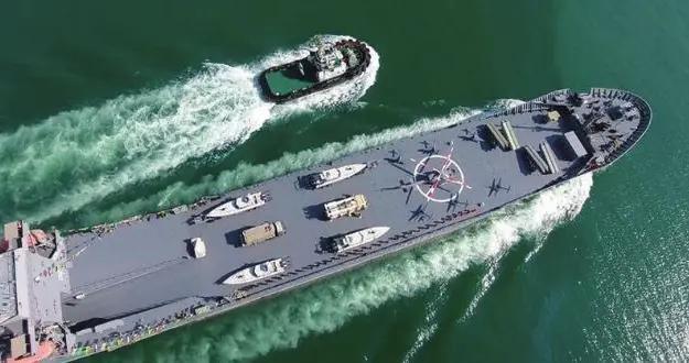 """伊朗公布""""国产航母"""",可搭载无人机、直升机和导弹"""