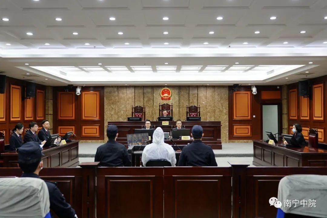 广西玉林:打伞破网!玉林市公安局原局长李庄浩获刑!