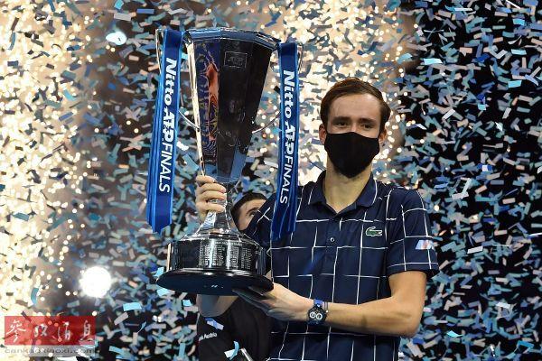 连挫ATP世界排名前三球员 梅德韦杰夫勇夺年终总决赛冠军