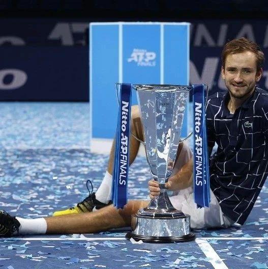 """ATP年终总决赛:梅德维德夫成功""""复仇"""",以全胜战绩夺冠"""