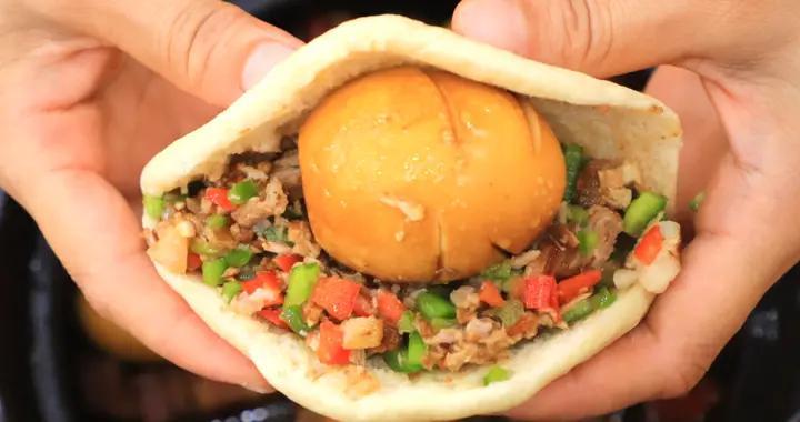 正宗肉夹馍放不放青椒?老师傅详解从烙饼到卤腊汁肉