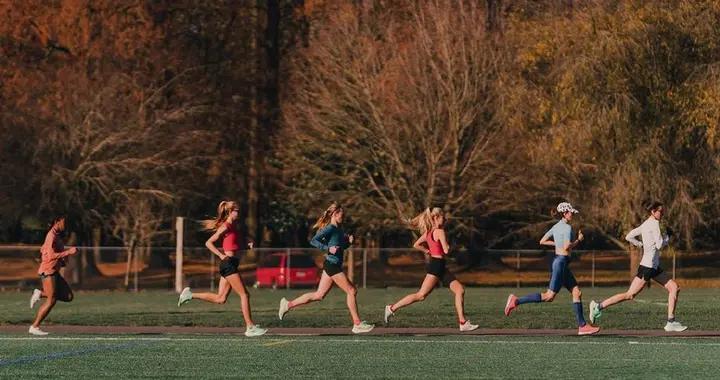 要想跑得轻松无伤且高效,提高步频很重要