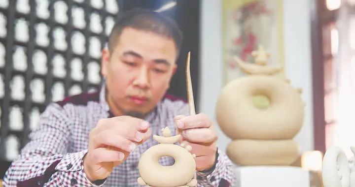德化:用瓷雕再现汉字之美