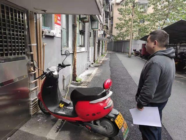 衡阳市牛角巷社区开展电动车充电安全隐患排查工作